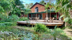 Planula Bed and Breakfast Retreat