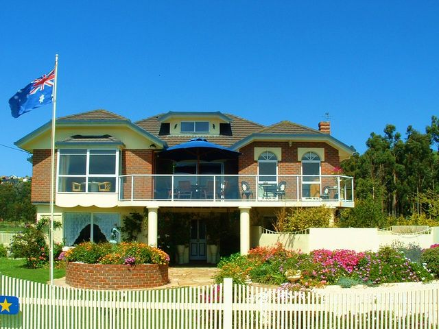 The Front View of Moonlight Bay B&B