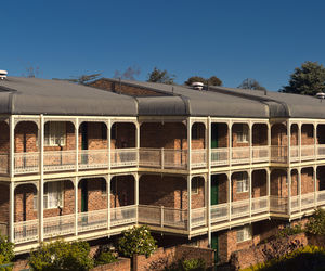 Adina Serviced Apartments Canberra Kingston - Hotel Balconies
