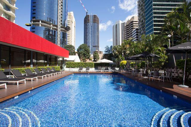royal on the park brisbane qantas hotels australia. Black Bedroom Furniture Sets. Home Design Ideas
