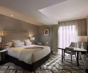 Mayfair Hotel - Superior Queen Room