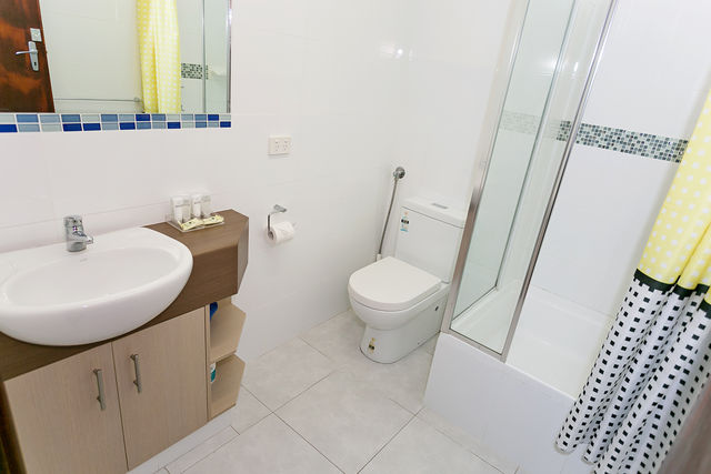 1-Bedroom Self Contained Apartment Bathroom